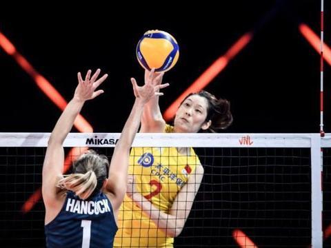 中国女排3-0碾压美国,豪取7连胜收官,对手14连胜被终结