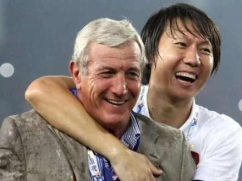 中国足协别再犹豫,就让年富力强的李铁继续带队打12强赛