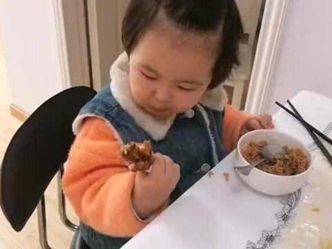 2岁宝宝午餐吃三个鸡腿加一碗饭,会不会吃撑了?