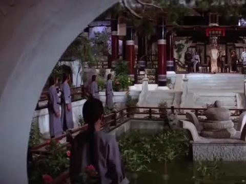 红花会的高手艺高人胆大,竟把皇帝劫持,连个椅子都不让坐