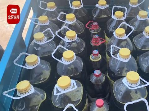高校油菜丰收榨油烧小龙虾给师生吃,网友:口水都流出来了