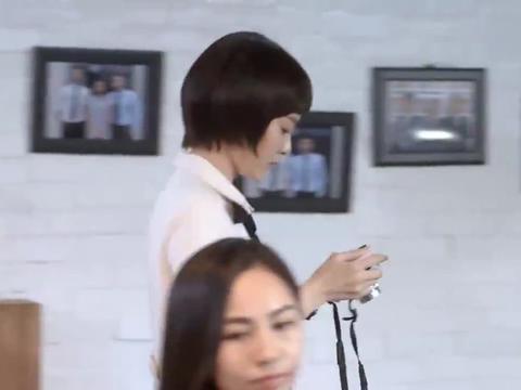 赵默笙工作时间正在拍照,谁知竟让师哥不自在了:找何以琛玩去!