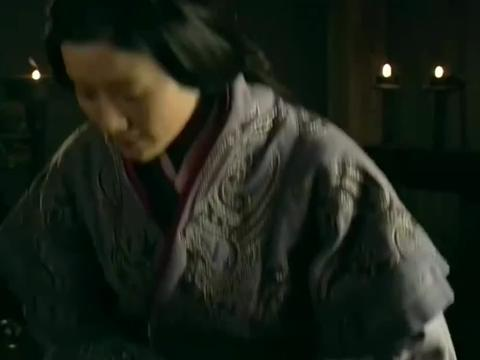 戚夫人得知刘邦情况不妙,当众逼问萧何立太子之事,结果真是活该