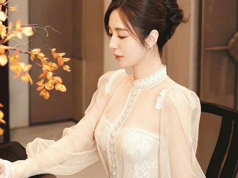 """""""宝藏女孩""""王晓晨演绎公主风,穿蕾丝裙好唯美,眼中全是温柔"""