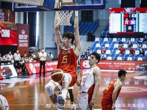 周琦化身眼镜侠,中国男篮仍在菲律宾训练,将赴加拿大迎5场恶战