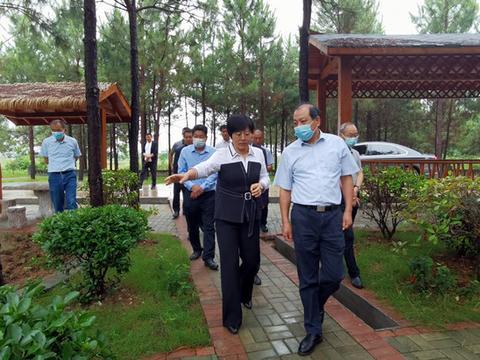湖北省民政厅领导到襄阳黄龙走访脱贫户