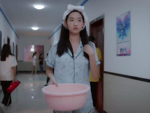 吃货少女林妙妙,杠上完美女神邓小棋,女汉子和女孩子的区别!