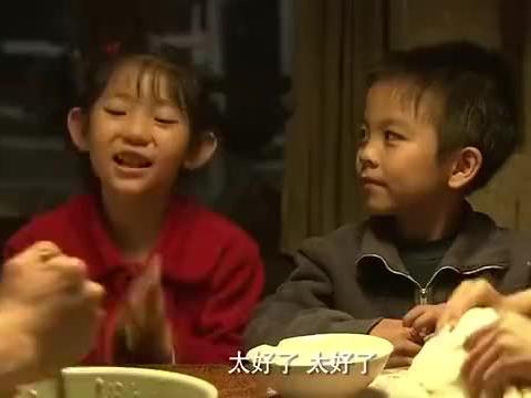 养父后爹生日,几个孩子给后爹包肉馅饺子吃,后爹边吃边哭