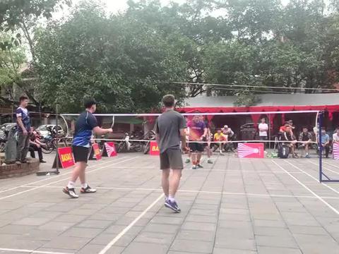 谁说户外羽毛球没有高手,这男双水平,打赢一半室内球友问题不大