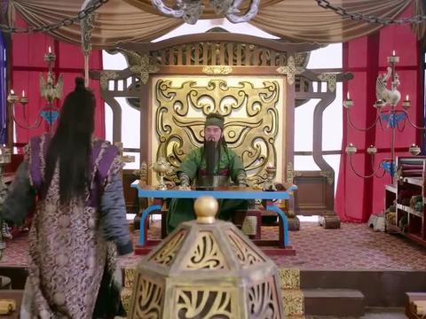 刘备一封信召唤关羽,关羽立马带两位嫂嫂赴之,不顾曹操盛情挽留