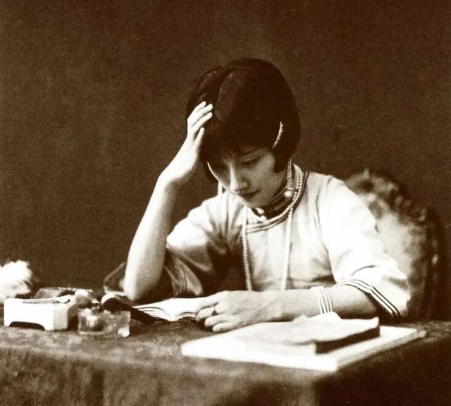 前半生交际花,后半生独立女画家,徐志摩死后,陆小曼获得了新生