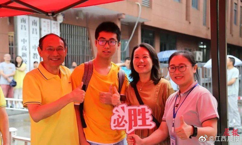 江西省教育考试院在多个平台公布考题和答案   红色元素融入学考多个科目考题