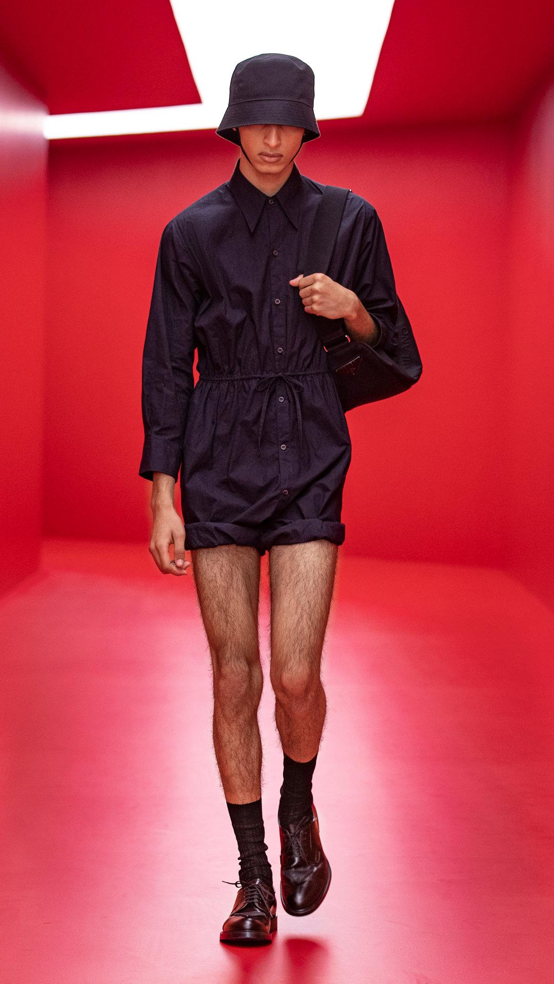 Prada 2022春夏男装系列时装秀中……