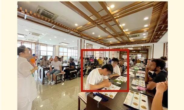 985大学安排中国女生参加联谊会,男生都是留学生