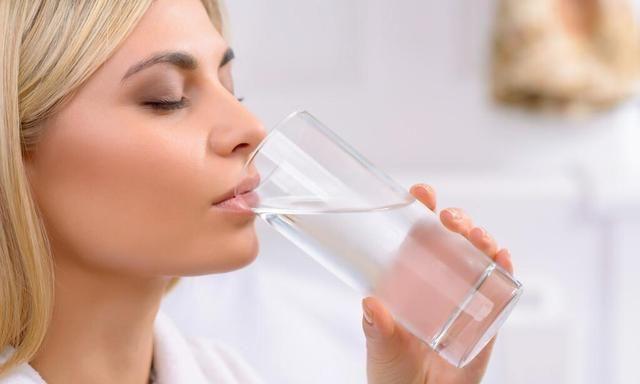 夏至过后,早上空腹不喝5种水,顺应时节,平安入伏