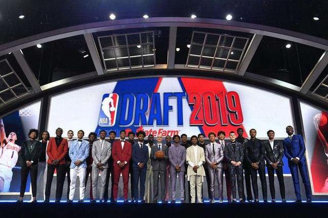 NBA选秀顺位抽签!火箭中状元概率达14% 勇士仅0.5%却成最大赢家