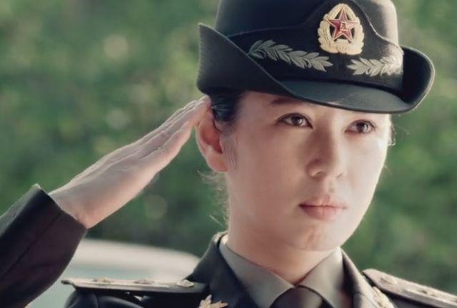 《战狼》系列女主角,告别吴京后无戏可拍,在小网剧中混日子