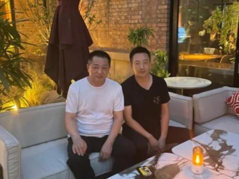 汪小菲晒自己和父亲的照片,被网友吐槽颜值,只字未提大S和孩子