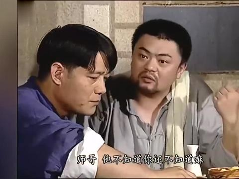 地下交通站:驴肉馆伙计吃饭,四个硬菜配上点老白干,那叫个香呐