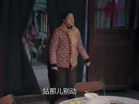 姥姥的饺子馆:老二在大年夜出狱,回到家扯下鸡腿张口就啃,真香