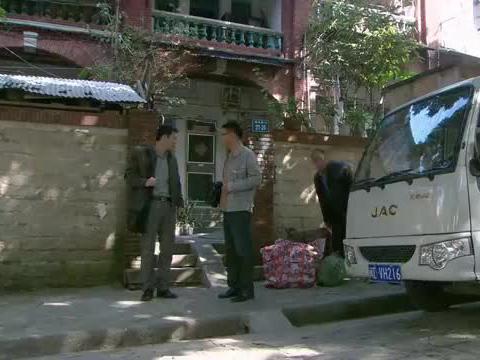 野鸭子2:胡杰搬家具碰见方浩,方浩却还同情起胡杰