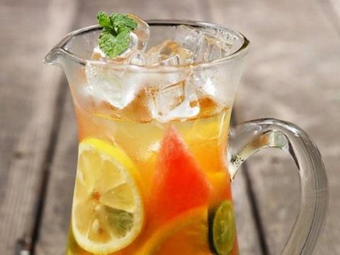 属于夏天的味道:缤纷水果茶,来喽 ~!口感酸甜适中、还清爽解暑