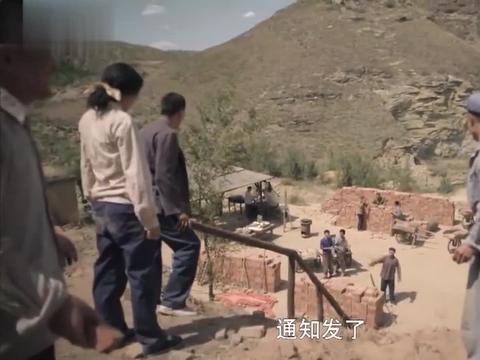 平凡的世界:兰香考上大学,乡亲们在村口送她走,结果她又回来了
