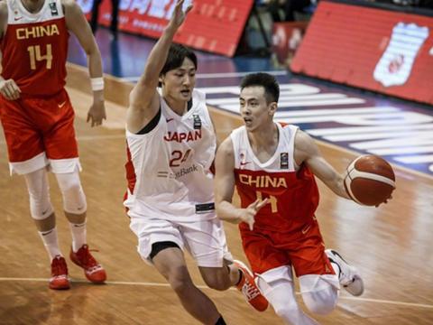 中国男篮亚预赛第三战,末节实现完美逆袭,喜得三连胜,提前晋级