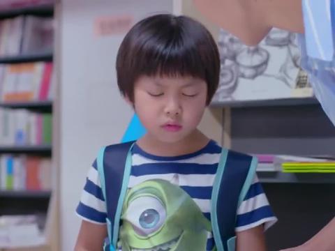 小男孩不肯学钢琴,结果妈妈一番话,立马让他改口答应