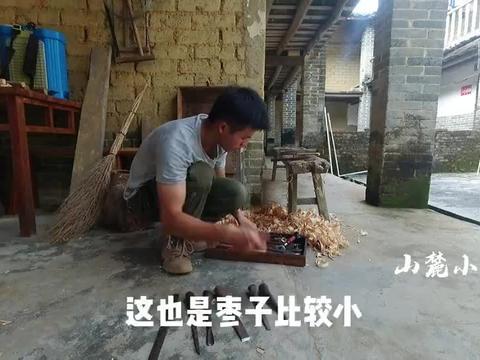 一个视频带你认识几十年木工爷爷的工具箱,纯手工木匠太不容易了