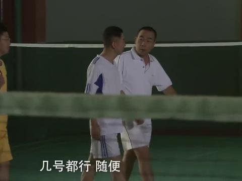 22-3打个羽毛球,怎么兄弟俩都成熊猫眼了?