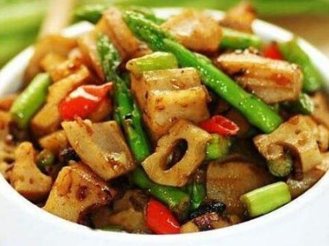 美食推荐:香菇炒虾仁,宫爆藕丁,虎皮椒炒肥牛,莴笋炒肉片做法