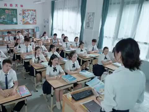 京芷卉看到谢井原的那一刻震惊极了,就连手中的铅笔都甩了出去