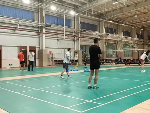 天天羽毛球,日常养生球,练手感练稳定,看谁先失误