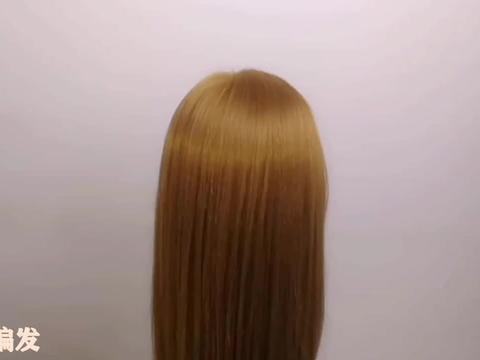 50岁以上的女人发型要讲究,这样盘发参加正式场合气场十足