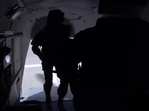 火蓝刀锋:小小一颗胶囊,竟让战士知道敌人位置,这就是科技力量