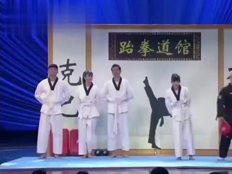 小品《不能说的秘密》:代乐乐和跆拳道教练谈恋爱,偷偷摸摸的