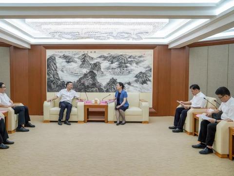 柳州银行党委书记、董事长黎敦满一行拜访梧州市主要领导