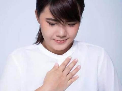 反流性食管炎的患者,发作时会伴随呕吐恶心烧心等症状