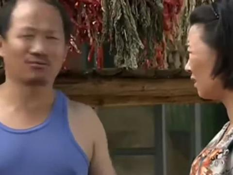 刘能邀请广坤来参加庆典,广坤同意了,刘能笑得像朵花一样