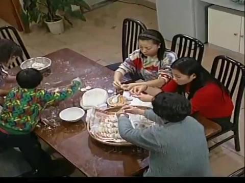 外来媳妇本地郎:腊月二十七,康家的女人们大扫除,男人们去洗澡