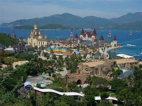 芽庄坐缆车跨海游玩,享受迪士尼乐园,再探会安古镇迦南岛