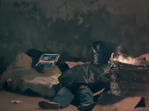 影视:小如画垃圾堆里发现小男孩,将他带回家,真是缘分天注定
