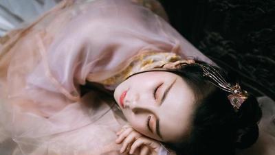 古诗词史最著名的午睡,入眠方式成千古经典,你一定也这样睡过!