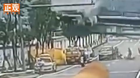 宁波一工地桩机倒塌压扁轿车,车内2人送医抢救无效死亡