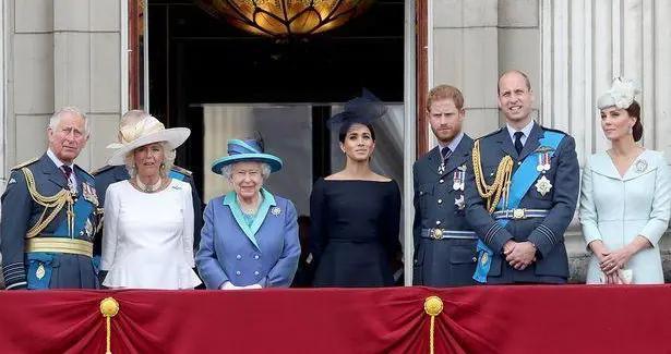"""王室作家相信,哈里和梅根的""""传奇故事""""深深伤害了女王"""