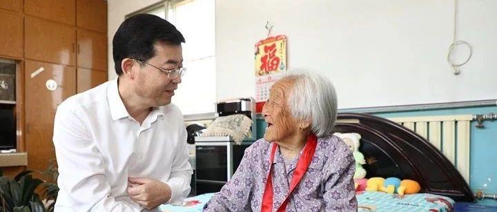 张海波走访慰问老党员、生活困难党员和烈士遗属