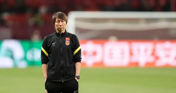 中国足协主席陈戌源称李铁不存在续约问题,将率中国队征战12强赛