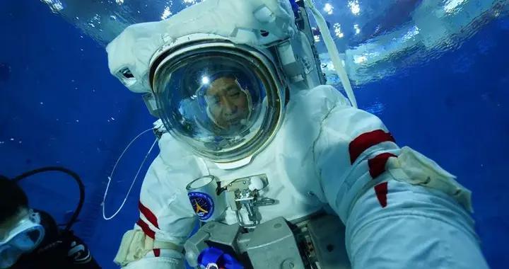 神舟十二号飞行乘组模拟失重环境水下训练高清大图来袭
