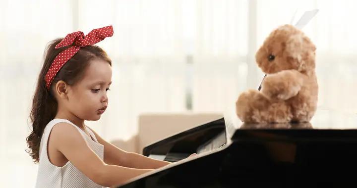 孩子学钢琴有无天赋、多大学好?资深钢琴老师的建议给你,收藏
